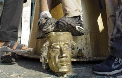 Gaddafi statue head[1]